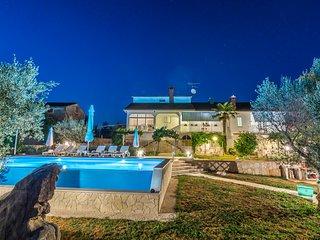 Lovely 5 bedroom Villa in Tinjan - Tinjan vacation rentals