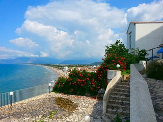 Perfect 1 bedroom Sperlonga House with A/C - Sperlonga vacation rentals