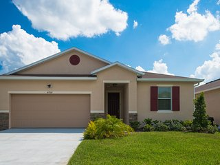 Tropical Breeze. Built in 2013 - Kissimmee vacation rentals