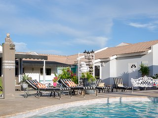 Poolside Apt-2 bed 2bath-kitchen-Walk to the Beach - Noord vacation rentals