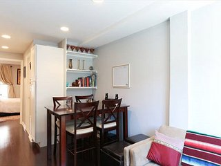 Lovely 3BR 2BA 2 level condo in great Georgetown location - Rosslyn vacation rentals
