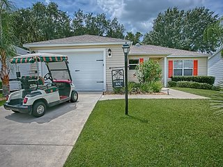 Small Pet Friendly. Privacy. Golf Cart. Amelia. Sleeps 6. Great location. - The Villages vacation rentals