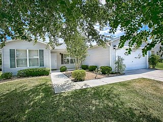 Beautiful Sunkissed home in Liberty Park with complimentary golf cart. - The Villages vacation rentals