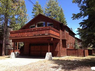 Rustic Home with Vaulted Ceilings and Cabin-Like Charm. 3bd/2.5ba - Shelbyville vacation rentals