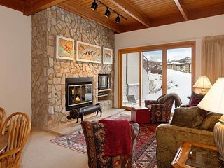 2 bedroom Condo with Hot Tub in Snowmass Village - Snowmass Village vacation rentals