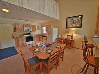 Bright 1 bedroom Condo in Granby with Deck - Granby vacation rentals