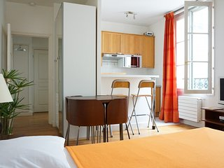 Nice House with Television and Microwave - 1st Arrondissement Louvre vacation rentals