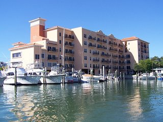 2 bedroom Apartment with Balcony in Madeira Beach - Madeira Beach vacation rentals