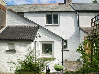 HIGH MOOR COTTAGE, terraced, woodburner, garden, great touring base, in Liskeard, Ref 934344 - Liskeard vacation rentals