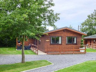 THE RED, single-storey, detached, hot tub, en-suite, woodburner, parking - Saint Asaph vacation rentals