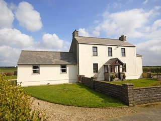 Convenient Cottage with Internet Access and Fireplace - Porthgain vacation rentals