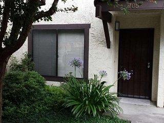 Furnished 2-Bedroom Condo at San Pablo Dam Rd & Del Valle Cir El Sobrante - Richmond vacation rentals