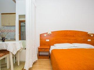 TH02854 Apartments Ribarić / DESNI One Bedroom A2 - Rab vacation rentals