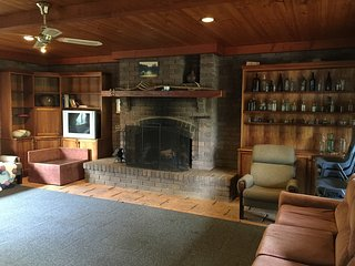 Nice House with Fireplace and Microwave - Kinglake vacation rentals