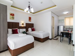 Nice Condo with Housekeeping Included and Television - Manila vacation rentals
