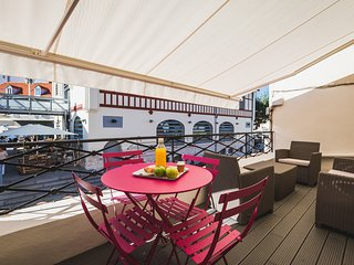 Contemporary 2 Bed Apartment Centrally Located - Biarritz vacation rentals