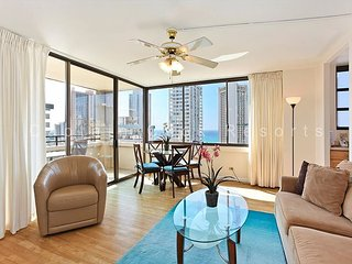 OCEAN VIEW with full kitchen, A/C, washer/dryer, WiFi, pool & parking! - Waikiki vacation rentals