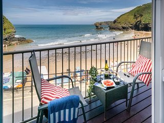 Beautiful Townhouse with Deck and Internet Access - Llangrannog vacation rentals