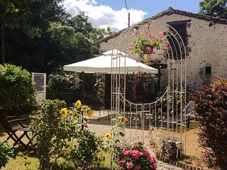 Bijou Gite. The Perfect Escape Holiday. Le Lys. - Couhé vacation rentals