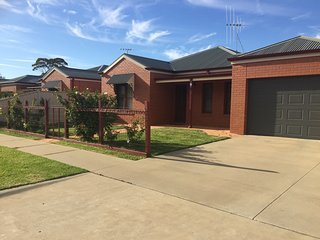 3 bedroom House with A/C in Swan Hill - Swan Hill vacation rentals
