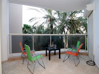 Hama'apilim - Beachfront 2 Bed, Balcony & Parking - Herzlia vacation rentals