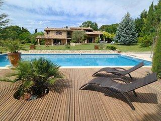 2 bedroom Gite with Internet Access in Saint-Cannat - Saint-Cannat vacation rentals