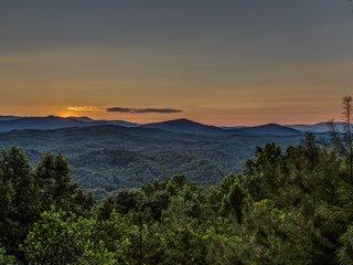 Brown Bear Bungalow - Blue Ridge GA - Ellijay vacation rentals