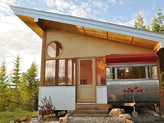 Comfortable Caravan/mobile home with Deck and Internet Access - Salmon Arm vacation rentals