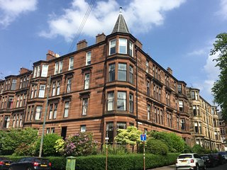 Comfortable 3 bedroom Glasgow Apartment with Internet Access - Glasgow vacation rentals