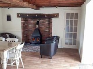 PARC COTTAGE, woodburners, pool table, rural location in forest, near Lake Vyrnwy in Llanwddyn, Ref 13526 - Llanwddyn vacation rentals
