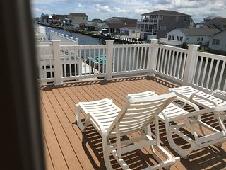 Beautiful 5 Bdr, 3.5 Bath, 2 masters, dock, pool - Fenwick Island vacation rentals
