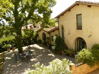 Fienile: designer barn conversion central Tuscany - Mercatale Valdarno vacation rentals