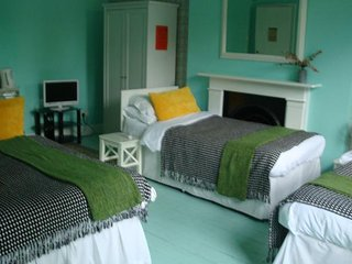 Caspian B & B - Superior Deluxe Quadruple Room R 4 - London vacation rentals