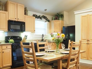 Comfortable 3 bedroom Georgetown Cottage with Washing Machine - Georgetown vacation rentals