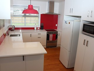 Modern and Immaculate near Beach and Shops - Mount Maunganui vacation rentals