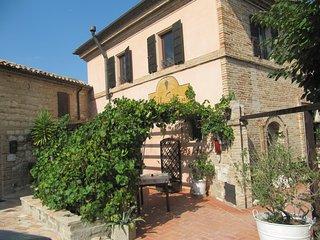 Acquamarina  bell' appartamento vicino Senigallia - Marina di Montemarciano vacation rentals