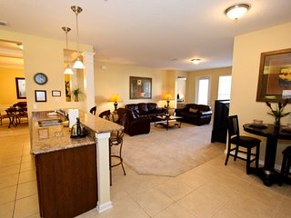 Gorgeous First Floor Condo|Executive Furniture - Orlando vacation rentals