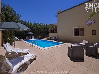 Perfect Villa with DVD Player and Satellite Or Cable TV - Bonagia vacation rentals