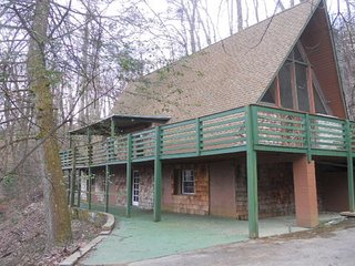913 Affordable Low Cost Cabin Gatlinburg Hot Tub - Gatlinburg vacation rentals