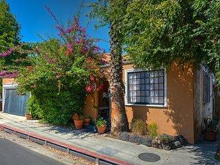 1923 Vintage Art Deco Bungalow in Hollywood Dell - Los Angeles vacation rentals