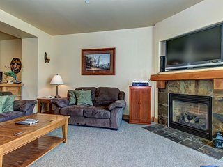 Beautifully furnished home with private hot tub and community pool/fitness room! - Park City vacation rentals
