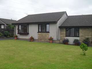 Lovely 2 bedroom Neath Bungalow with Internet Access - Neath vacation rentals