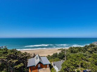 Recently renovated condo w/ ocean views, walk to beach - dogs ok! - Lincoln City vacation rentals