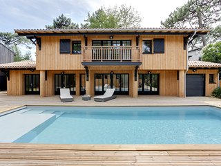Six-bedroom villa with a pool, near the lighthouse - Lege-Cap-Ferret vacation rentals