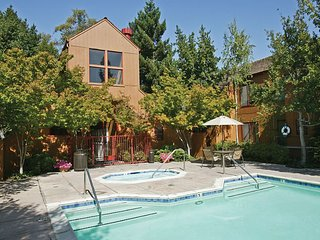 1005- Lovely 2bd/ 2ba in Sunnyvale! - Sunnyvale vacation rentals
