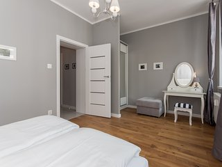 Cozy 2 bedroom Gdansk Apartment with Internet Access - Gdansk vacation rentals