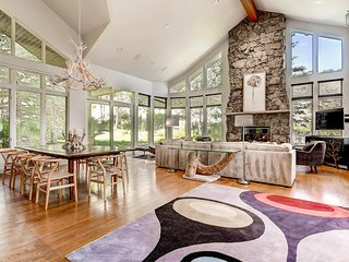 Spacious 5 bedroom, 4.5 bath home in Arrowhead, shuttle ride from slopes - The Ridgeside Retreat - Edwards vacation rentals