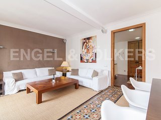MODERNIST 4 BEDROOM APARTMENT IN EIXAMPLE - Barcelona vacation rentals