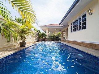 5 bed pool villa 1km to Jomtien beach - Jomtien Beach vacation rentals