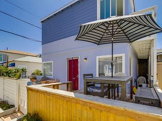 Splendid oceanview getaway- kitchen, 1 parking space, near the beach - Pacific Beach vacation rentals